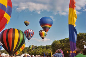 http://latinadanza.com/arts-and-entertainment/international-national-art-links/festivals-celebrations/phoenix-arizona-hot-air-ballooning-nightlife-imahe-1001_jpg_w300h200.jpg