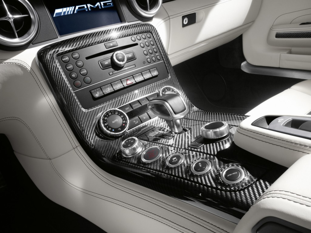 Car interior entertainment - Outstanding Material Quality And Finish